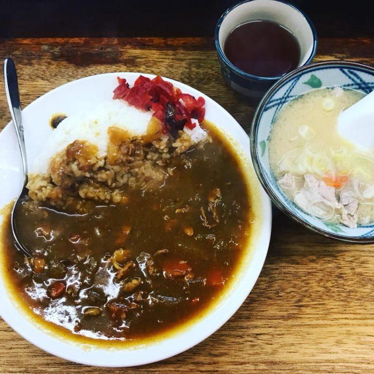 恵比寿の昭和カレー。隠し味は炊事場の人間交差点