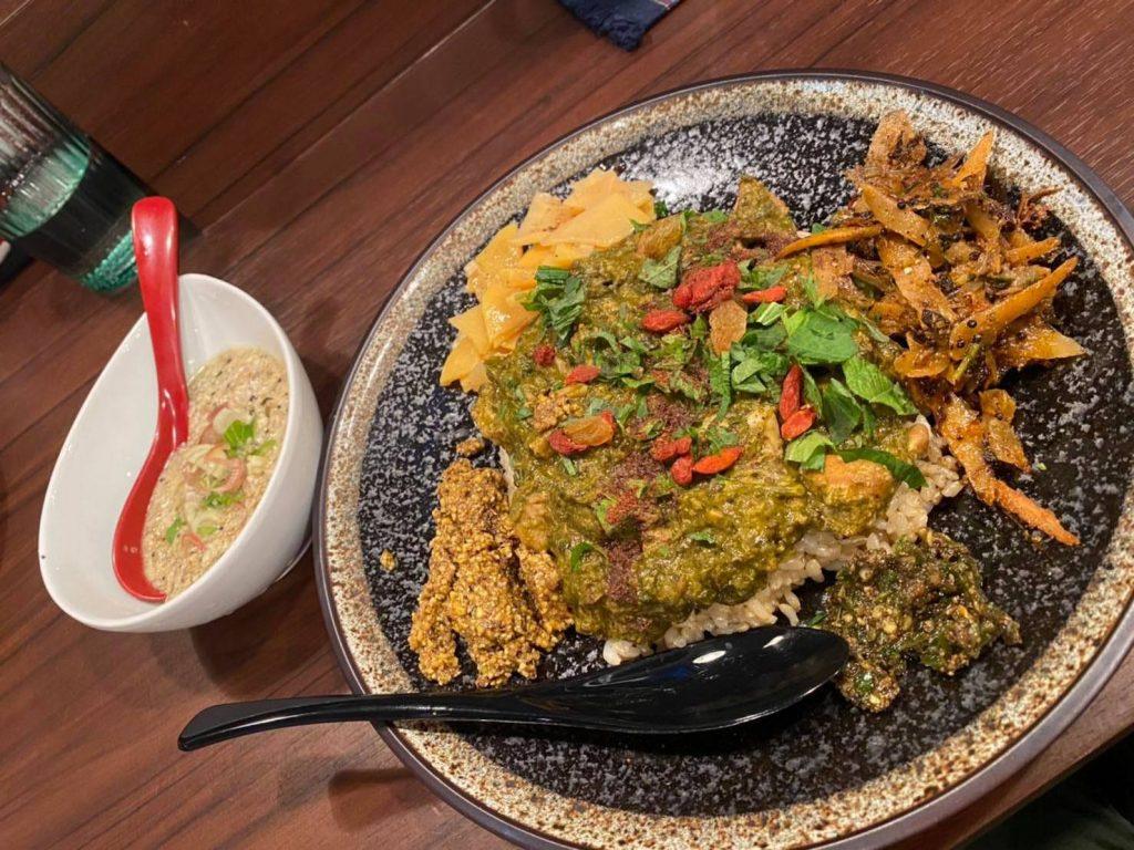 curryPunje香草とゴマのカレー
